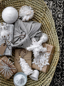 Xmas dec - feather star - white