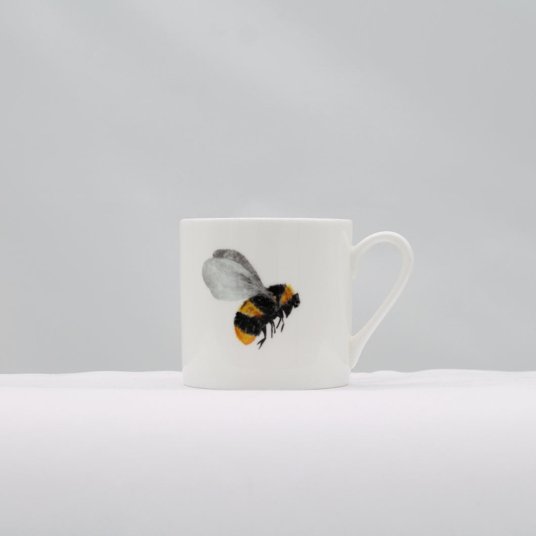 Mini espresso mug - hovering Bee