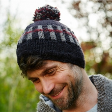 Load image into Gallery viewer, Shoreditch bobble beanie - charcoal
