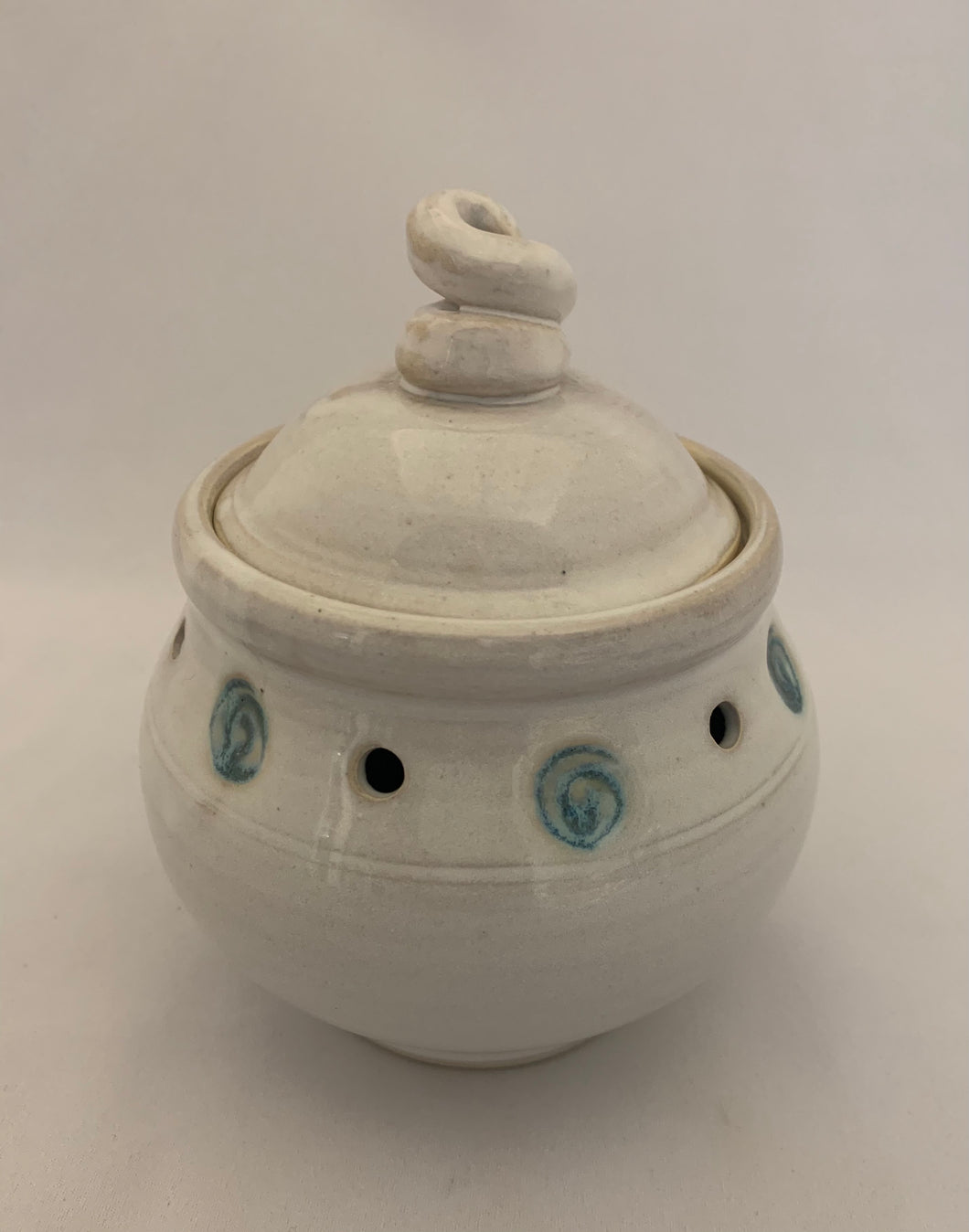 Garlic Jar – Chun White with Turquoise Swirl Stamps