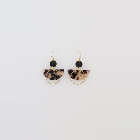 Middle Child | Corsair Earrings Natural / Black