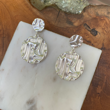 Load image into Gallery viewer, Silver Crinkle Circle Shape Earrings