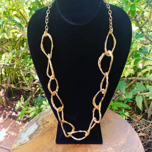 Gold Tone Open Wavy Oval Necklace