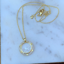 Load image into Gallery viewer, Gold Tone Floating Crystals Pendant Necklace