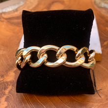 Load image into Gallery viewer, Gold Tone Link Bracelet