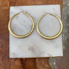 Load image into Gallery viewer, Matte Gold Hammered Circle Hoop Earrings