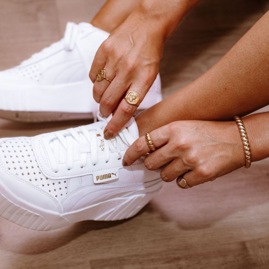 rings gold white sneakers street style