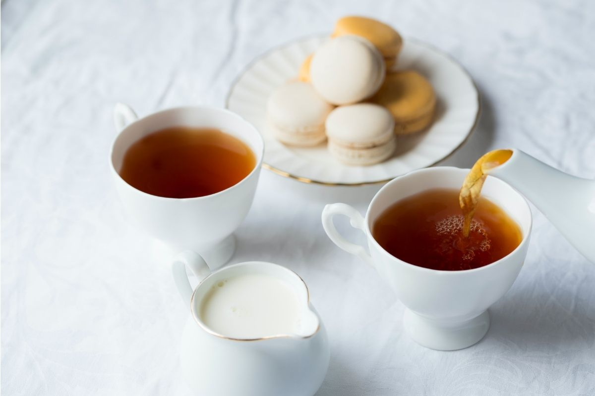 tea in a cup with macaroons