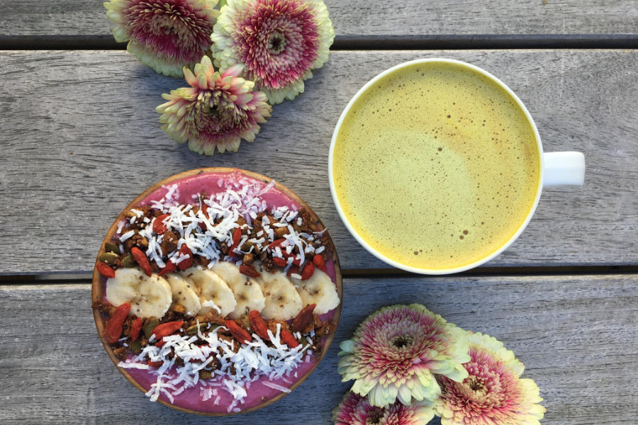 turmeric latte and smoothie bowl
