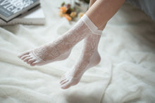 Load image into Gallery viewer, Ankle High Stockings D-2522-White