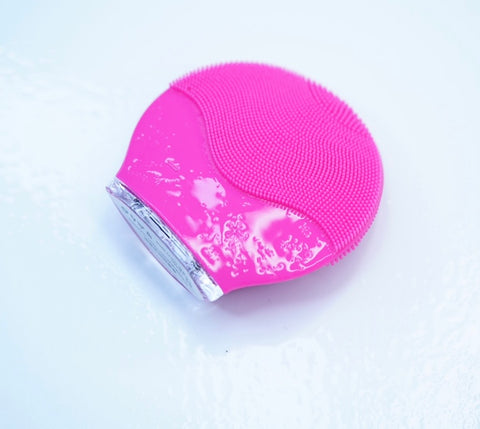 Silicone sonic cleansing brush