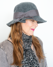 "Load image into Gallery viewer, Shihreen ""Ribbon Trim Hat"""