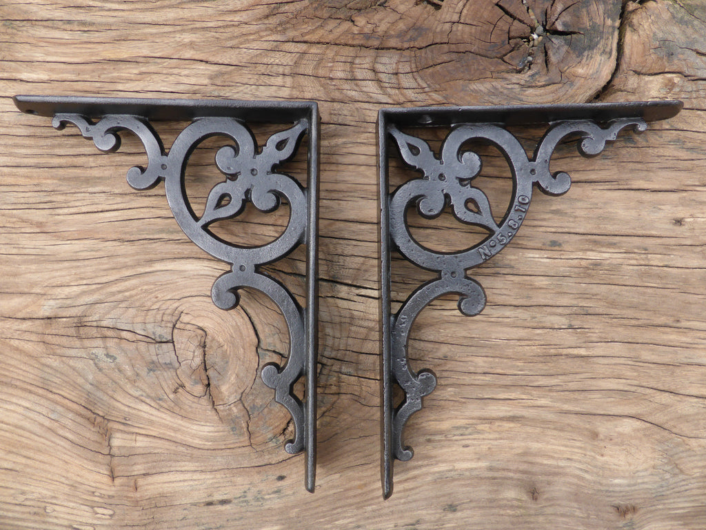 "Substantial Industrial 8"" Antique Cast Iron High Level Toilet Cistern Brackets"