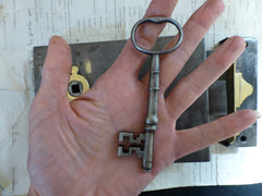 "7 1/4"" x 5"" Victorian Cast Iron & Brass Door Rim Lock, Key & Fancy Keep - Carpenter"