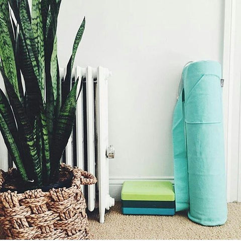 mint yoga mat bag. Photo by @adrileya on instagram