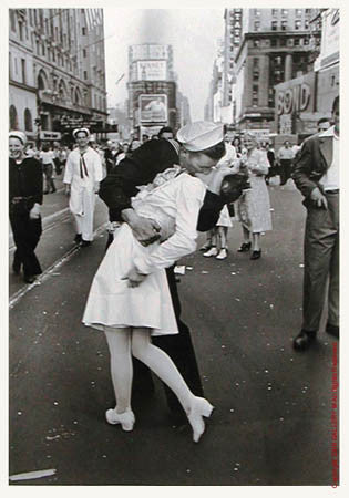 VJ Day, The Kiss by Alfred Eisenstaedt