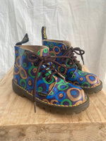 Load image into Gallery viewer, Vintage Swirl Print Dr Martens Size 25 (UK 9)