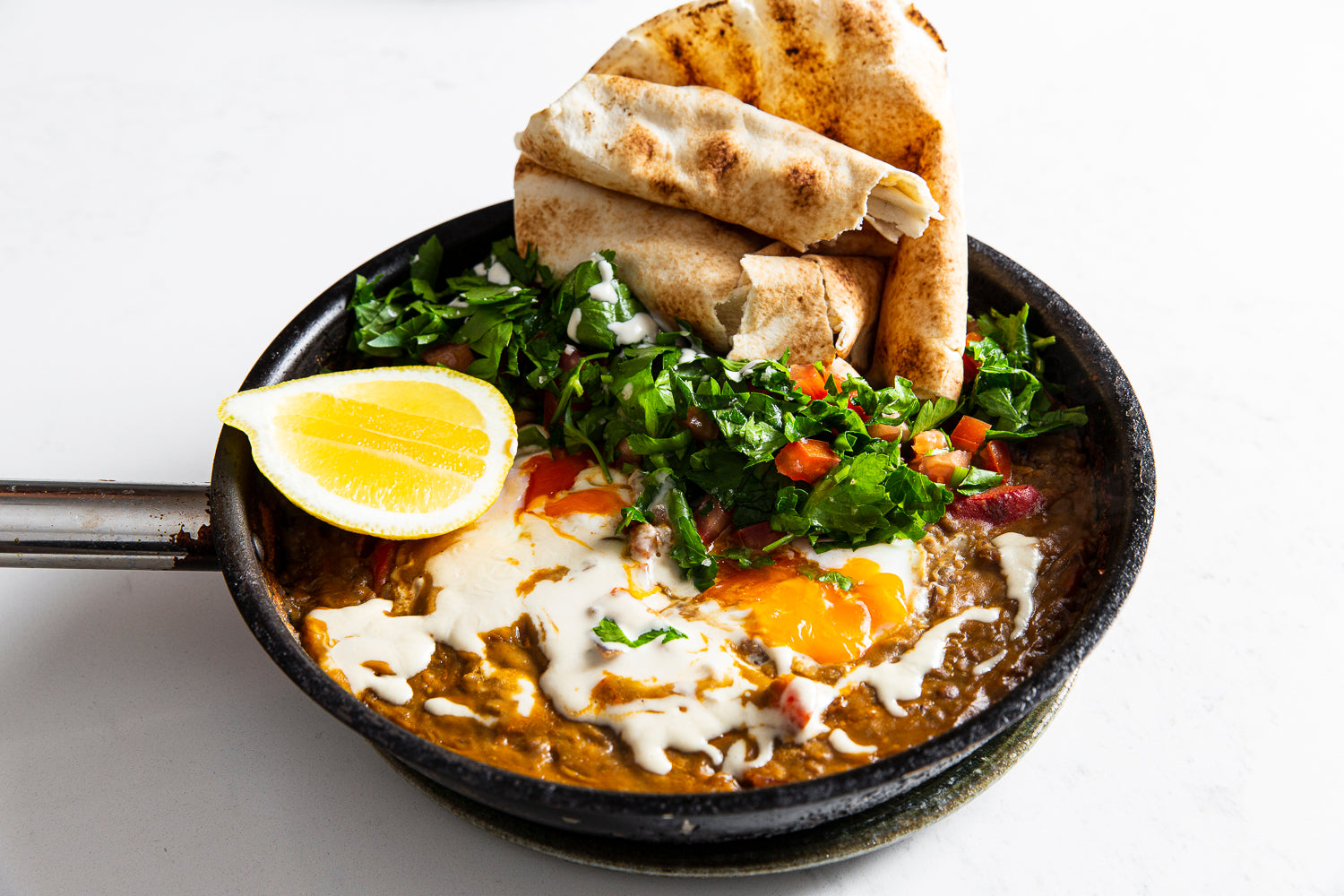 Ful medames - Pita with egg, tomato salad