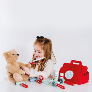 Le Toy Van Doctor Bag for kids - Winner of the Dr. Toys Award 2016, Slow Toy Award 2014, Junior Design Award 2014 and Recommended by the Experts at Fundamentally Children in 2016.