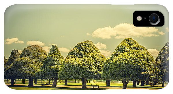 Hampton Court Palace Gardens Triangular Trees - Phone Case