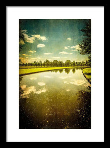 Hampton Court The Great Fountain Garden Curved Canal - Framed Print