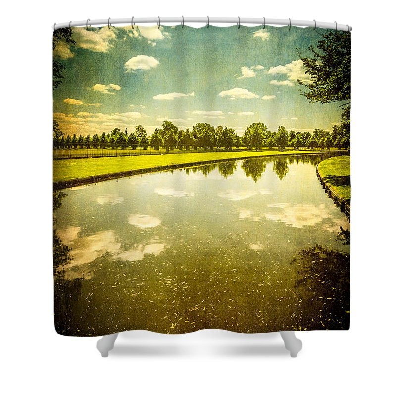 Hampton Court The Great Fountain Garden Curved Canal - Shower Curtain