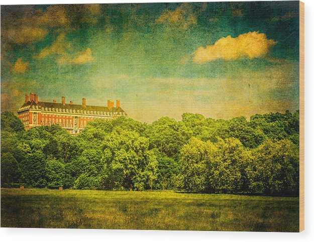 The Royal Star and Garter Home on Richmond Hill - Wood Print