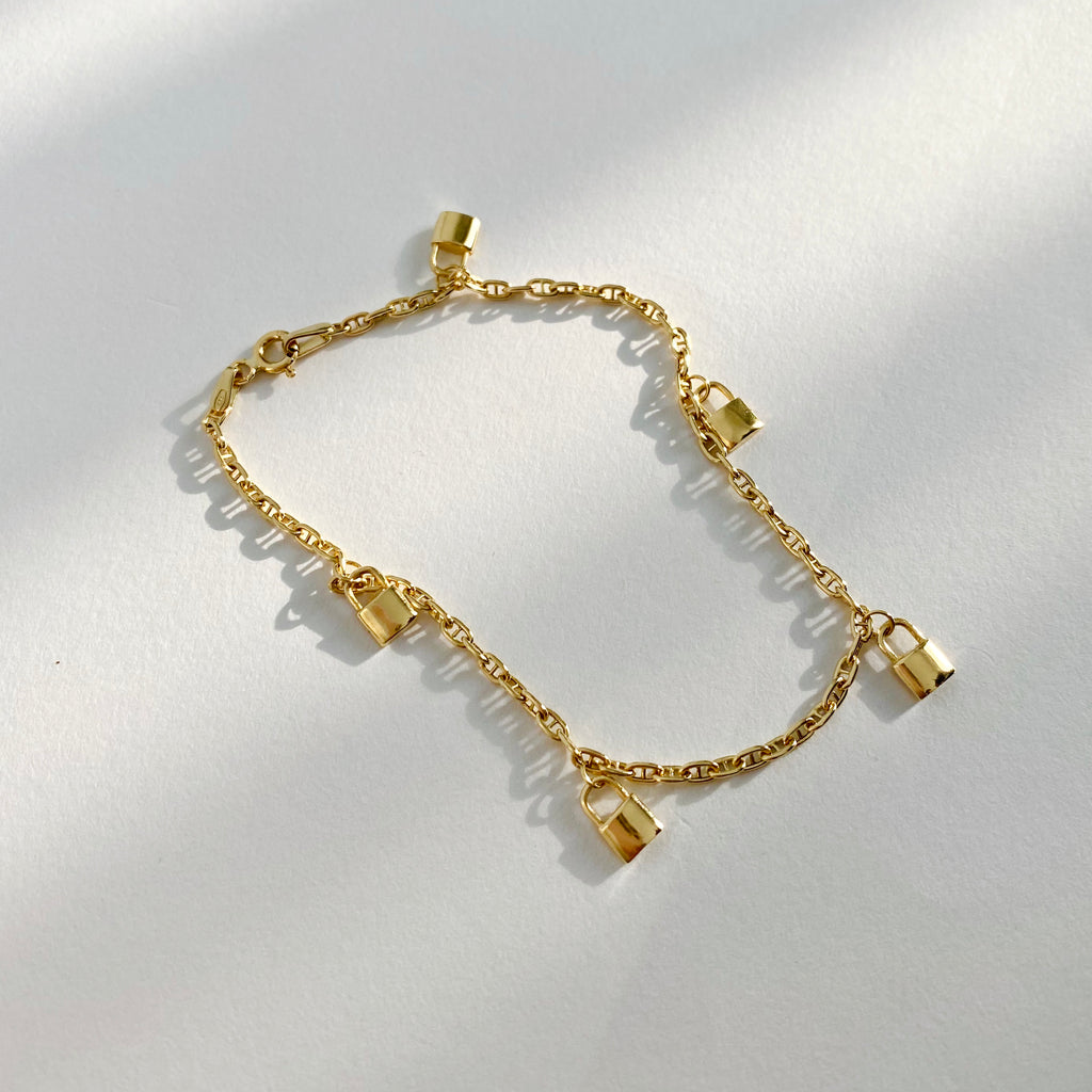 Simple yet stylish bracelet with five golden padlocks.