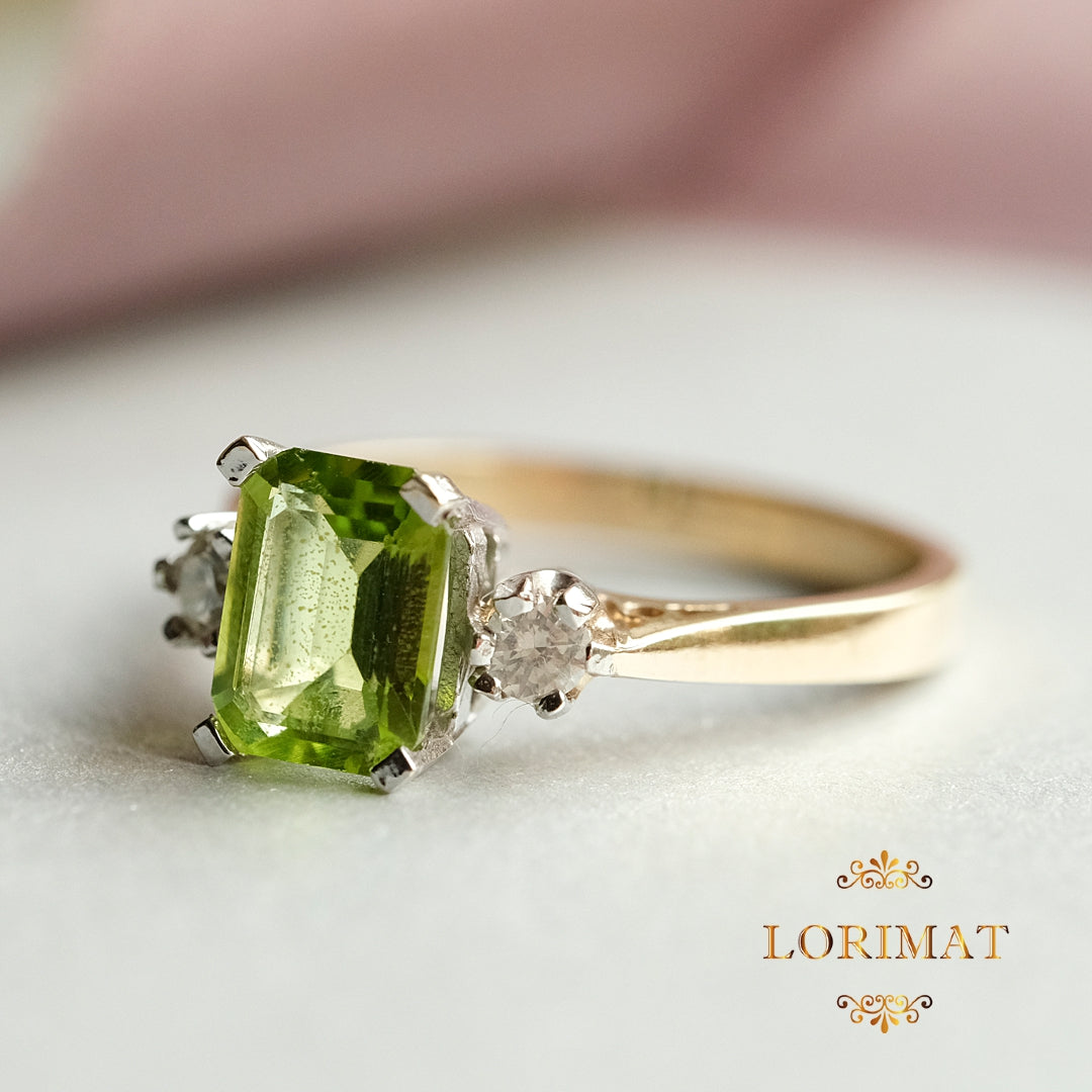 9ct Gold Octagon Peridot with a Diamond on either side