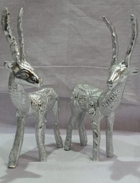 WHITE METAL DEER PAIR