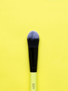 Tapered Oval Foundation Brush 06