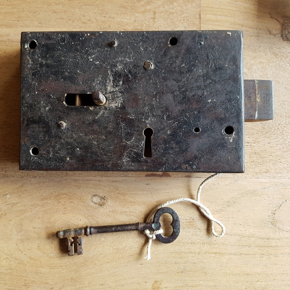A. Lock w antique key