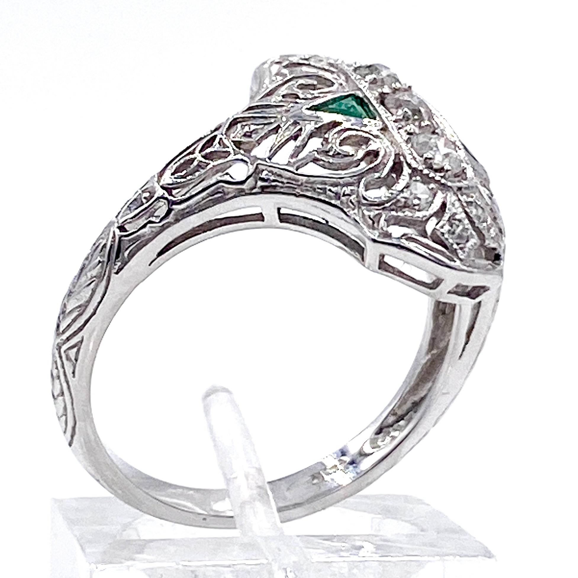 Art Deco ca.1920s Diamond and Emerald Filigree Dinner Ring in 14KWG