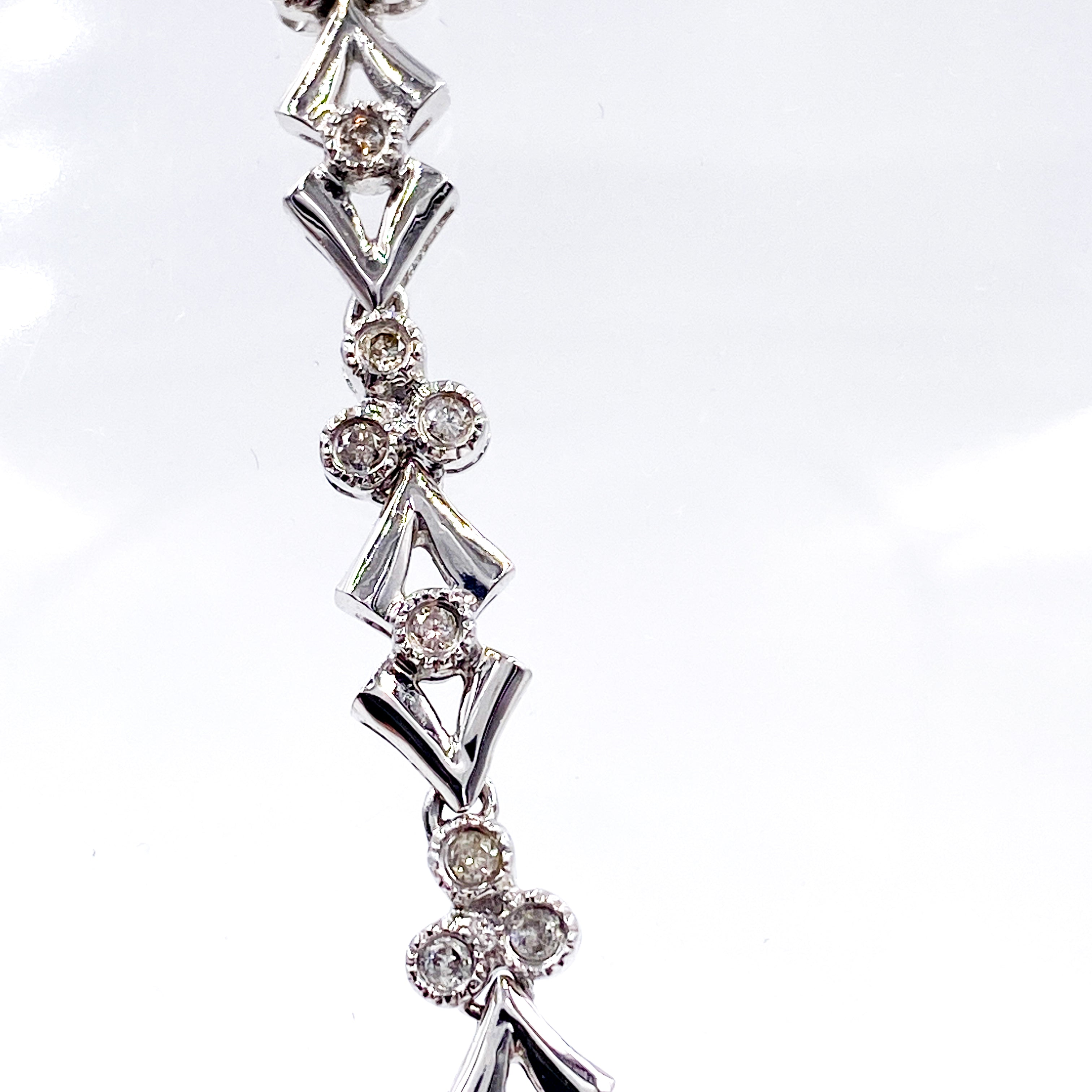 Stunning Diamond Necklace in 18K White Gold