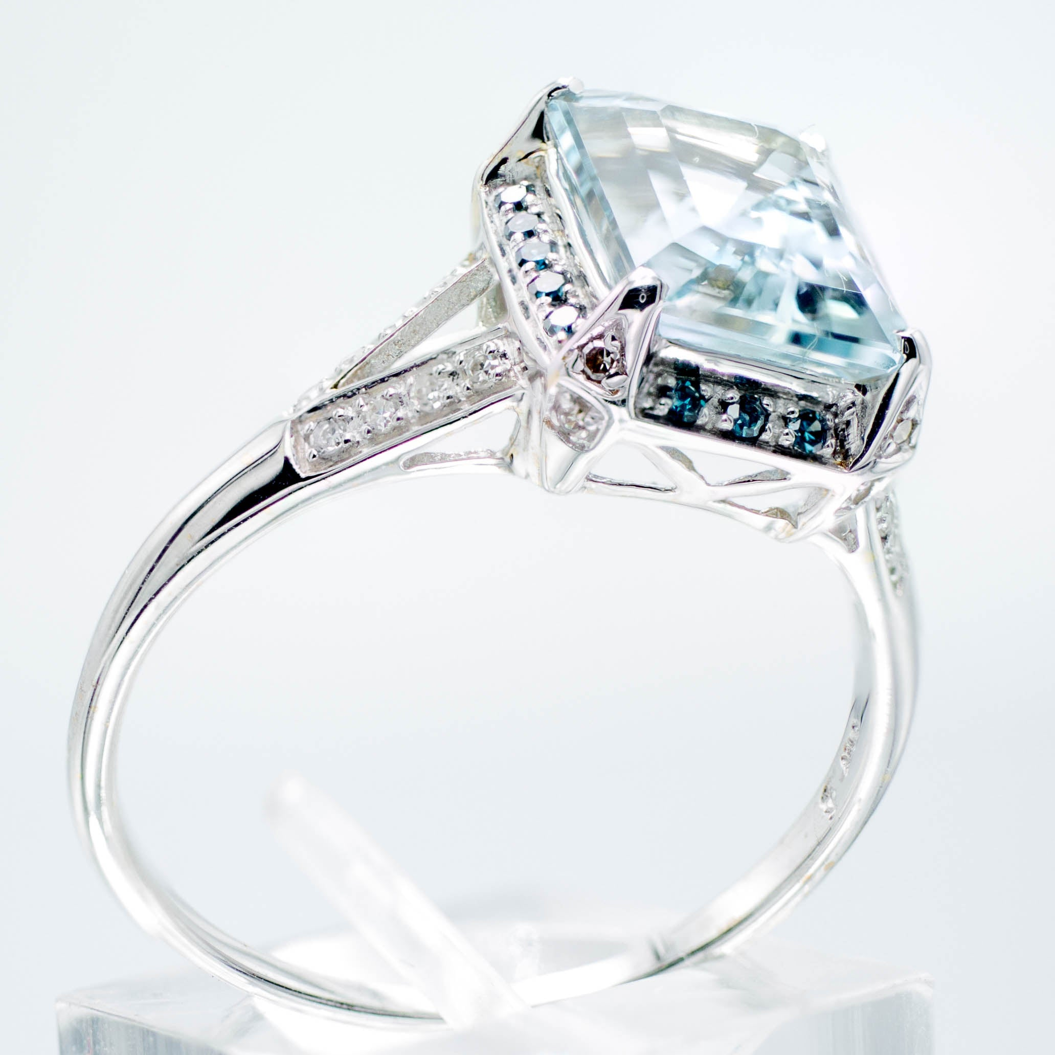 Vintage Aquamarine Sapphire & Diamond Ring 14K White Gold