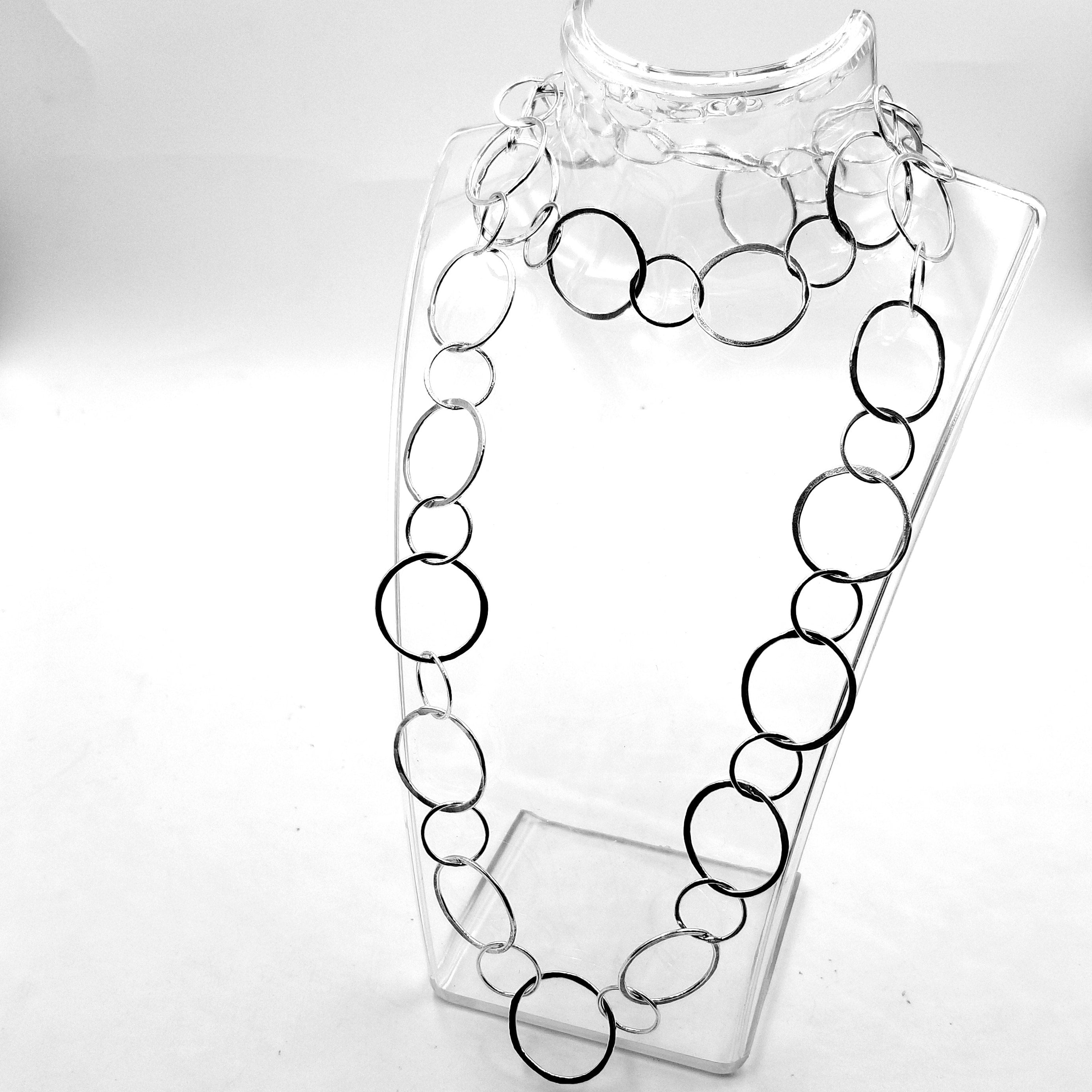 Chic Boutique Interlocking Hoop Necklace In Sterling Silver