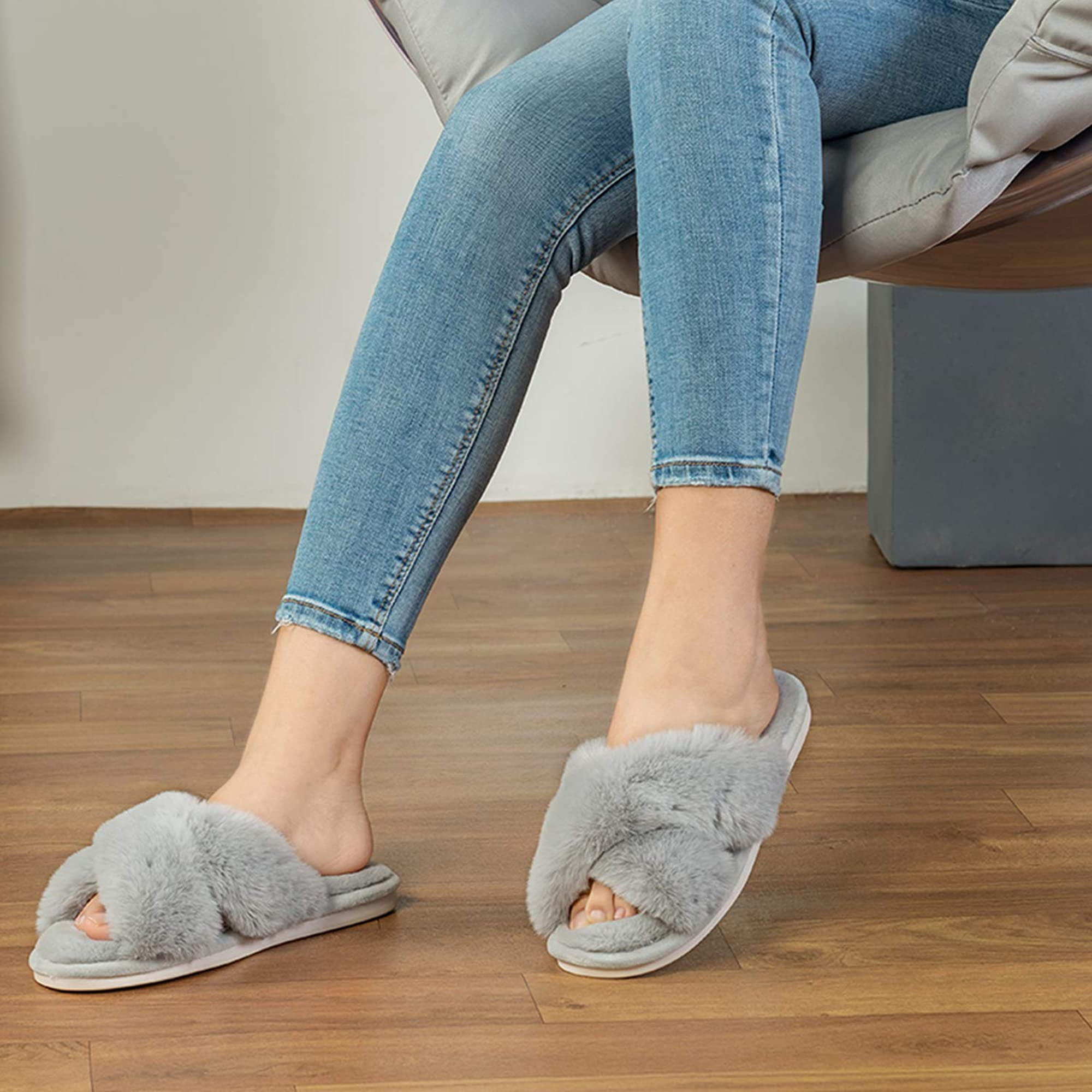 Outdoor Breathable Furry Cozy Slippers