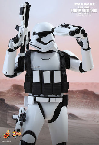 Star Wars: The Force Awakens Stormtrooper (Jakku Exclusive) 1/6th Scale Collectible Figure