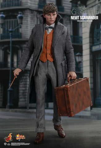 Fantastic Beasts: The Crimes of Grindelwald Newt Scamander 1/6th Scale Collectible Figure