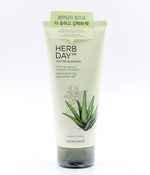 The Face Shop Herb Day 365 foaming cleanser aloe & green tea