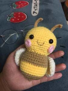 Vinworlf knitted toys bee stuffed animal with smile face and white wings cuddly knit plush bee toy gifts for birthday or party