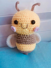 Load image into Gallery viewer, Vinworlf knitted toys bee stuffed animal with smile face and white wings cuddly knit plush bee toy gifts for birthday or party