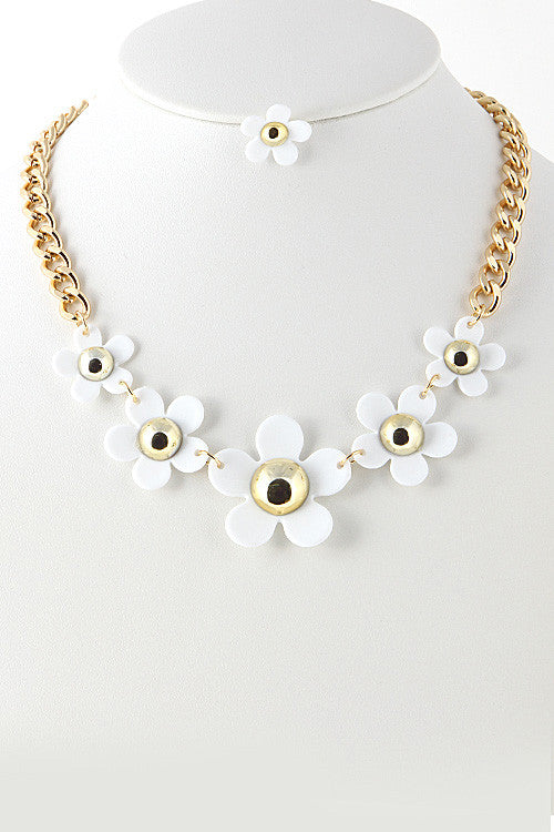 White Sun Flower Necklace