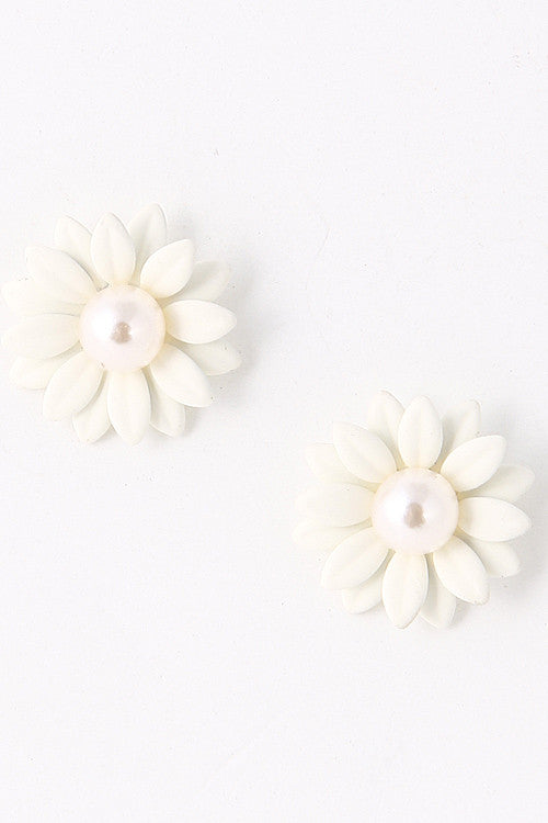 Summer Pearl Bead White Flower Stud Earring