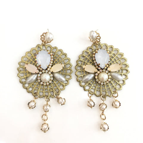 Fashion White Pearl Designer Pearl Crystal Gold Lace Earrings