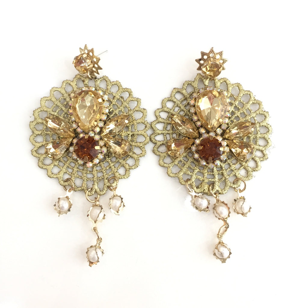 Fashion White Pearl Designer Gold Crystal Gold Lace Earrings