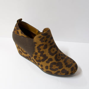 Cheetah print ankle booties with a wedge heel. Inner-side zipper and elasticated opening. Wedge heel.