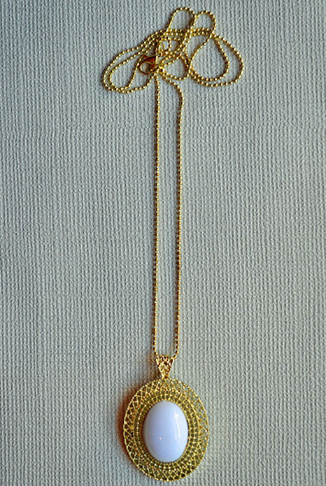 Olivia Pendant Necklace White