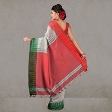 Load image into Gallery viewer, Ganga Jamuna  Handloom Saree