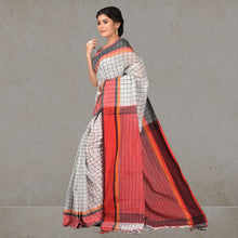 Load image into Gallery viewer, Hiya Checks Print Handloom Saree